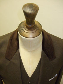 Bespoek Suit with Bespoke Trim Wow what a suit!
